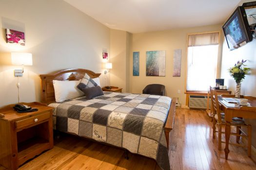 Le 4e mur lgbtq friendly montreal reviews ellgeebe for Auberge jardin antoine