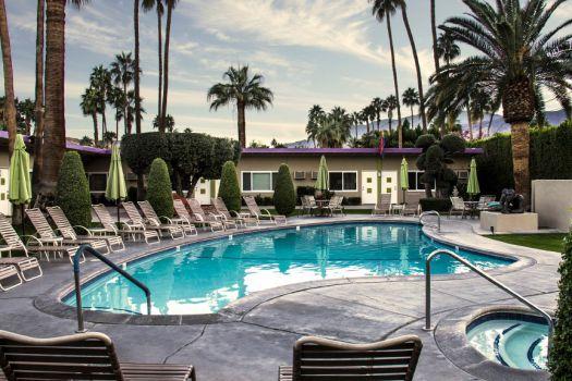 lesbian friendly hotels in palm springs